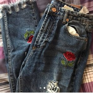 Denim - Pull&Bear embroidered rose high-waisted blue jeans